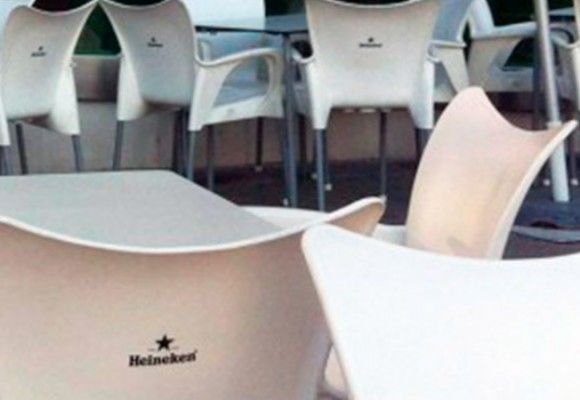 Estampación gráfica de sillas para terrazas